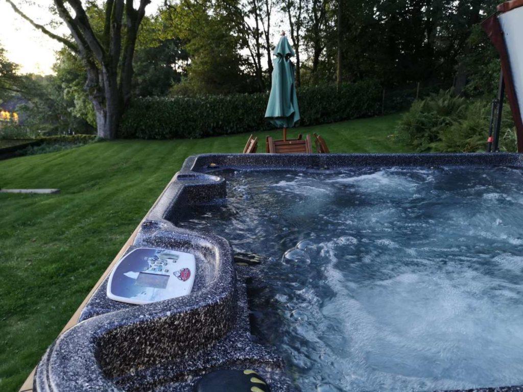 Baslow hot tub